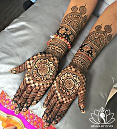 No wedding look is complete without one's mehndi-clad hands. Check out these rose design mehndi looks that will look breathtaking on every bride and her bffs! Bridal Henna Designs, Unique Mehndi Designs, Beautiful Henna Designs, Mehndi Designs For Hands, Mehandi Designs, Beautiful Mehndi, Hena Designs, Tattoo Designs, Simple Designs