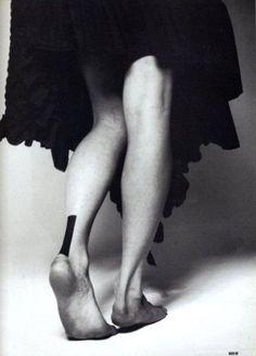 черный прямоугольник татуировка сзади на ноге