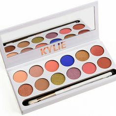 Temptalia posted swatches of Kylie Jenner's Royal Peach Kyshadow Palette Tarte Eyeshadow Palette, Makeup Eyeshadow, Paleta Kylie, Kyshadow Palette, Kylie Cosmetic, Eye Make Up, Makeup Addict, The Ordinary, Makeup Products
