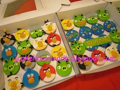 Angry birds cupcakes by Jcakehomemade, via Flickr