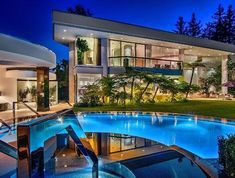 Situated on a private cul-de-sac in the prestigious neighborhood just above the Beverly Hills Hotel, this dynamic Contemporary Estate is nothing short of a masterpiece. Offering epic scale, incredible volume, & the finest quality finishes, this property has been impeccably updated & restored while still preserving the classic style & elegance of a bygone era. Front courtyard w/towering redwood trees, motorcourt & 3-car garage.. The voluminous living room is worthy of a luxury hotel lobby…
