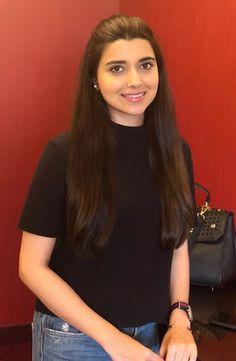 Punjabi Actress, Bollywood Actress, Female Actresses, Young Actresses, Girl Photo Poses, Girl Photos, Nimrat Khaira, Trendy Suits, Western Look