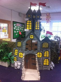 Fairytale Castle role-play classroom display photo - Photo gallery - SparkleBox knights and dragons topic