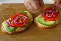 Rețetă pentru mic dejun - sandwich cald cu brânză, ou și avocado Sandwiches, Cheddar, Avocado, Toast, Yummy Food, Diana, Design, Cheddar Cheese, Lawyer