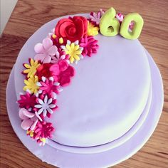 I like the variety of flower shapes here. Is that too difficult? 90th Birthday Cakes, Happy 90th Birthday, 90th Birthday Parties, Father Birthday, Birthday Cakes For Women, Birthday Ideas, Family Tree Cakes, Holiday Cakes, Cupcake Cakes