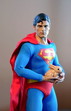 This is the Hot Toys Superman re-painted by Noel Cruz. You can see more of Noel's work at http://www.ncruz.com alongside Timber from (http://www.sideshowtoy.com) Sideshow Collectibles, Timber is Fully Posable with 12 points of articulation. Together they save EASTER!