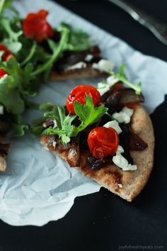Add this low carb recipe to your collection of 30 minute meals; Pita Pizza that's not shy on flavor. #SmartPizza