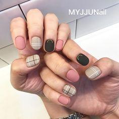 Semi-permanent varnish, false nails, patches: which manicure to choose? - My Nails Korean Nail Art, Korean Nails, Fun Nails, Pretty Nails, Asian Nails, Vernis Semi Permanent, Striped Nails, Nail Art Stripes, Gelish Nails