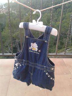 Bolsa para las pinzas de tender la ropa usando un peto que ya se ha quedado pequeño. DIY reusando materiales.