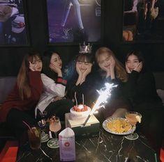 Ulzzang Korean Girl, Cute Korean Girl, Ulzzang Couple, Korean Best Friends, Girl Friendship, Need Friends, Bday Girl, Best Friend Photos, Korean Couple