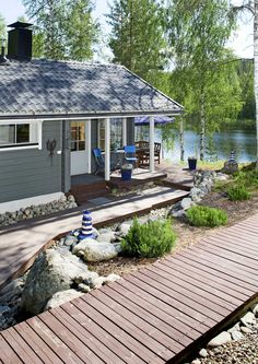 Summer houses by the lake. Cottage Porch, Lakeside Cottage, Lake Cottage, Cottage Living, Lakeside Lodge, Tiny Cabins, Lake Cabins, Cabins And Cottages, Cottage Design