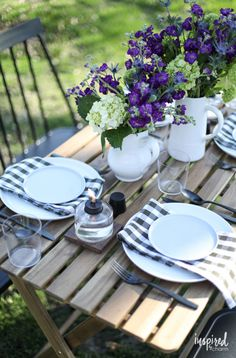 Tips for styling a beautiful backyard table setting on a budget! #outdoor #backyard #decor #entertaining #table #alfresco
