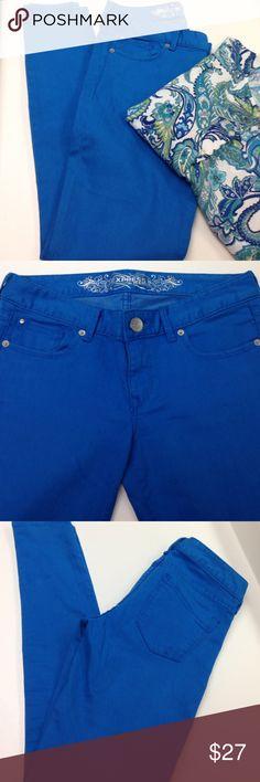 EXPRESS Jean Legging Regular Fit Express blue jean legging Stella regular fit, low rise. 81% cotton 18% polyester  1% spandex Express Jeans Skinny