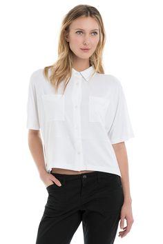 This ultra-soft, stretchy shirt shorter at front dresses up a pair of capris or shorts / Cette chemise extensible ultradouce plus courte au devant s'agence parfaitement à un capri ou à un short