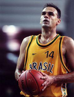 Maior jogador da história do basquete brasileiro, Oscar Schmidt.