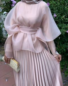 Egirl Fashion, Modesty Fashion, Fashion Outfits, Latest Dress Design, Fancy Dress Design, Iranian Women Fashion, Muslim Fashion, Evening Gowns With Sleeves, Hijab Fashionista