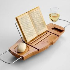 Bath Caddy with book rest and wine glass holder. Always afraid of taking my books into the tub. Luxury Gifts For Her, Best Gifts For Her, Unique Gifts, Great Gifts, Awesome Gifts, Mom Gifts, Family Gifts, Wine Glass Holder, Ideias Diy