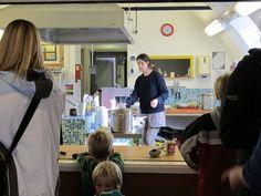 Das Kaffeehaus wird tw. von Volunteers betrieben. Foto: Doris