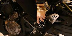 Bután te conquistará por su sencillez, la simplicidad de su diseño en cuero de color natural y las piezas bañadas en plata. En este diseño se creó para una mujer que le gusta la lo diferente pero con estilo. Natural, Silver, Leather, Style, Women, Nature, Au Natural