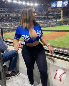 Beautiful Women Pictures, Beautiful Black Women, Black Girls, Chola Girl, Dodgers Girl, Black Girl Fashion, Swag Outfits, Sexy Curves, Ta Tas