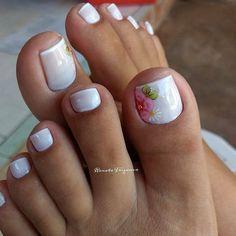 17 Ideas french pedicure designs toenails pretty toes for 2019 Pretty Toe Nails, Cute Toe Nails, Pretty Toes, Fun Nails, Nice Nails, Easy Nails, Pedicure Nail Art, Pedicure Colors, White Pedicure