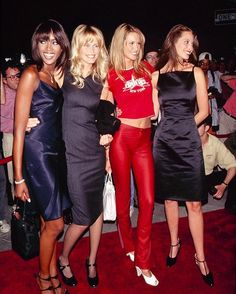 So you wanna date like a super? Click the link in our bio for the best '90s supermodel-inspired looks to wear on a night out.