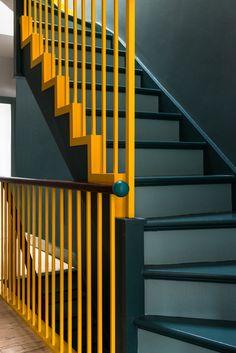 39 Inspiring Painted Stairs Ideas Staircase design Stairs d Painting Wooden Stairs, Painted Stairs, Banisters, Stair Railing, Railing Ideas, Modern Staircase, Staircase Design, Steep Staircase, Yellow Stairs