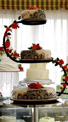 Tartas perfectas para una boda ideal  -  La tarta nupcial es uno de los aspectos más deseados y admirados por los invitados de tu boda. Te presentamos una selección de tartas nupciales que seguro que te encantarán.