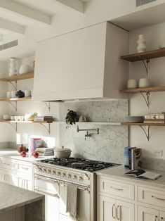 The 5 White Wall Paints That Go Best With White Cabinets Kitchen Paint Colors, Wall Paint Colors, Wall Colours, One Kings Lane, Shiplap Paneling, Brooklyn Kitchen, White Wall Paint, White Brick Walls, Amber Interiors