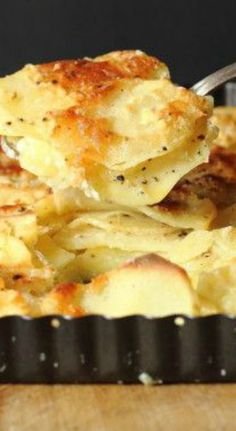 Garlic Parmesan Potatoes Au Gratin ~ Thin sliced potatoes are layered with garlic and Parmesan cheese and baked in a cream sauce.