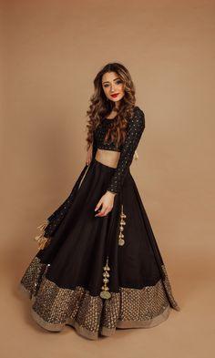 Lehenga Blouse, Lehenga Choli, Chanya Choli, Black Lehenga, Gown Suit, Blouse Outfit, Long Blouse, Indian Outfits, Womens Fashion