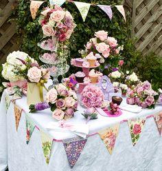 Vintage Wedding Theme for the Classy and Creative. http://simpleweddingstuff.blogspot.com/2014/11/vintage-wedding-theme-for-classy-and.html