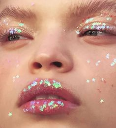 15 Maquillajes con brillo de estrellas que te fascinarán Cute Makeup, Pretty Makeup, Makeup Looks, Makeup Inspo, Makeup Tips, Hair Makeup, Art Visage, Make Up Inspiration, Beauty Make-up