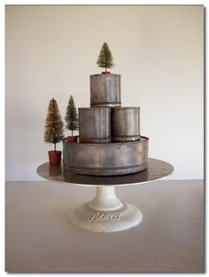 vintage cake tins. simple. love this.