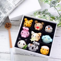 Animal kingdom rice balls From: Little Miss Bento… Cute Snacks, Cute Desserts, Cute Food, Kawaii Bento, Japanese Food Art, Japanese Sweets, Cute Bento Boxes, Cute Baking, Kawaii Dessert