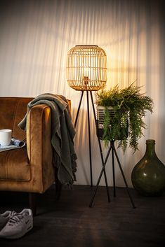 By-Boo Meubels & Woonaccessoires voor elk interieur Dining Table Chandelier, Wooden Chandelier, Farmhouse Floor Lamps, House Lamp, Bedroom Lamps, Wood Beams, Plywood Furniture, Home And Living, Decor Room