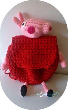 Mochila Peppa Pig, tejida a crochet con trapillo pluma. Siguiendo patrón de canal crochet.http://amigurumilacion.blogspot.com.es/2015/05/mochila-trapillo-peppa-pig-patron-libre.html