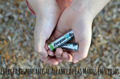 Ahora puedo decir que compro baterías ecológicas. Este descubrimiento lo hice hace poco gracias a la campaña #BringingInnovation que conocí a través de #CollectiveBias, ya que las EcoAdvanced de Energizer son nuevas en el mercado y son las primeras beterías en ser fabricadas usando baterías y/o materiales reciclados. Yo compré las AA, ya que son las que más utilizamos alrededor de la casa, pero también están disponibles en AAA. #ad