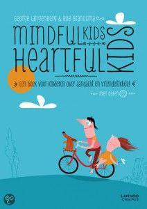Mindfulkids Heartfulkids, volgens de auteurs van het boek kun je een druk kind met simpele oefeningen rustiger laten worden.