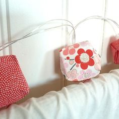 """Guirlande lumineuse à led - cubes en origami corail rose rouge blanc - collection """"boduo"""""""