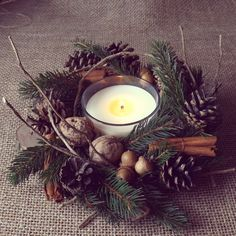 Great idea with candles for centerpieces Christmas Candle Decorations, Christmas Flower Arrangements, Christmas Planters, Christmas Swags, Holiday Centerpieces, Christmas Candles, Rustic Christmas, Christmas Projects, Christmas Ornaments