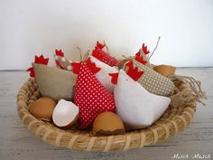 Misch Masch by Simona: šití Easter Projects, Easter Crafts, Maileg Bunny, Felt Puppets, Chicken Art, Chickens And Roosters, Easter Parade, Fabric Birds, Kids Pillows