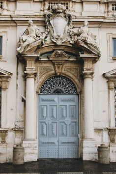I admit, I have an obsession for beautiful doors! -C