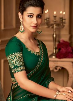 Wide range of saree available online. Buy this sensible border and embroidered work classic saree for mehndi, sangeet and wedding. Saree Wearing Styles, Saree Styles, Saree Blouse Neck Designs, Saree Blouse Patterns, Trendy Sarees, Stylish Sarees, Beautiful Blouses, Beautiful Saree, Modest Fashion Hijab