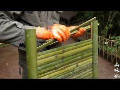 隐居青年闯荡多年携子回乡,在半山腰建茅屋,纯手工做的茶几,看花眼 - YouTube Bamboo Roof, Bamboo Light, Bamboo Fence, Diy Backyard Fence, Bamboo House Design, Kids Doll House, Bamboo Building, Bamboo Structure, Cottage Garden Design