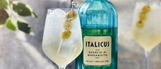 Try this Italian prosecco cocktail recipe. This easy cocktail recipe with prosecco is an easy Italian prosecco cocktail recipe for an easy prosecco drink Aperitif Cocktails, Champagne Drinks, Sparkling Drinks, Prosecco Cocktails, Blue Cocktails, Easy Cocktails, Cocktail Recipes, Drink Recipes, Lavender