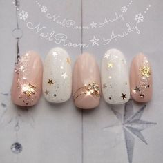 trendy holiday nails art inspiration - ~beautification~ - Welcome Decor Xmas Nails, New Year's Nails, Christmas Nails, Hair And Nails, Gel Nails, White Christmas, Shellac Designs, Nail Art Designs, Nails Design