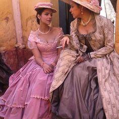 Belezinha  figurino vestido estampado, cena novela Escrava Mãe