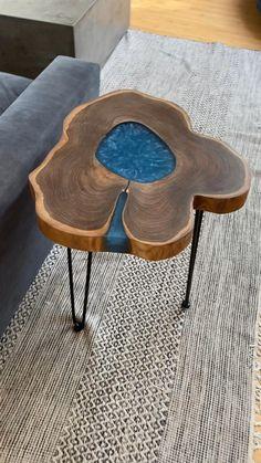 Diy Resin Projects, Diy Resin Art, Diy Resin Crafts, Wood Crafts, Epoxy Wood Table, Epoxy Resin Wood, Woodworking Ideas Table, Woodworking Crafts, Pinterest Room Decor