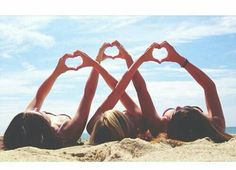 Beach love 3 best friends, beach poses with friends, beach friends, three friends Tumblr Bff, Best Friend Photography, Beach Photography Friends, Couple Photography, Photography Ideas, Sister Photography, Levitation Photography, Exposure Photography, Photography Lessons